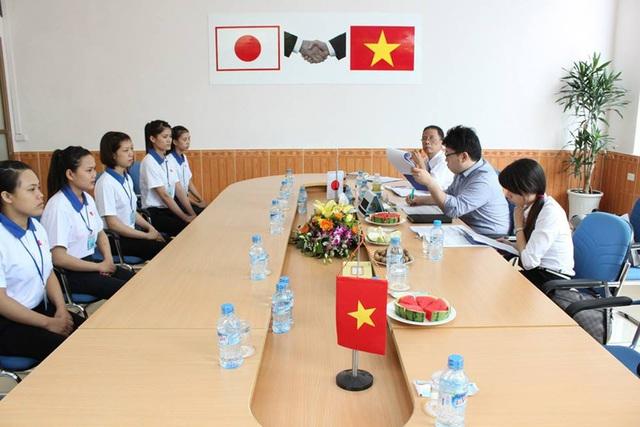 Lao động qua tuyển dụng, đang được phỏng vấn đào tạo ở Công ty CP Xuất khẩu lao động Việt Hà để chuẩn bị sang Nhật Bản làm việc. Ảnh: VT