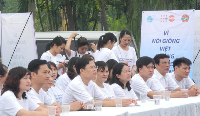 TS Lê Cảnh Nhạc - Phó Tổng cục trưởng Tổng cục DS-KHHGĐ tham dự Lễ mitting, diễu hành