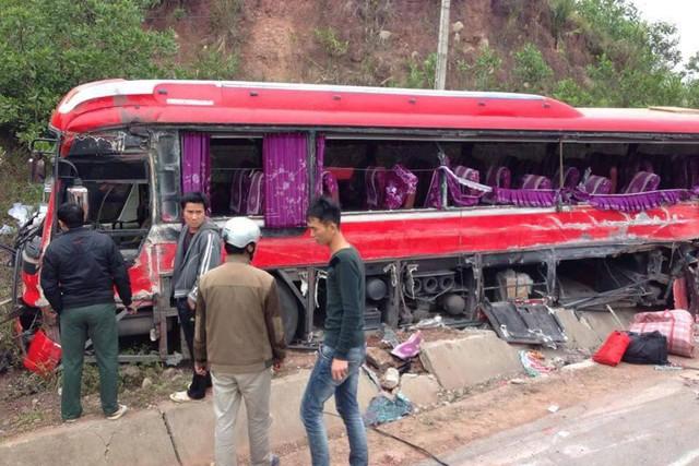 Xe khách bị hư hại nặng, 6 người thiệt mạng trong vụ TN thảm khốc tại QL 18.Ảnh XKL)