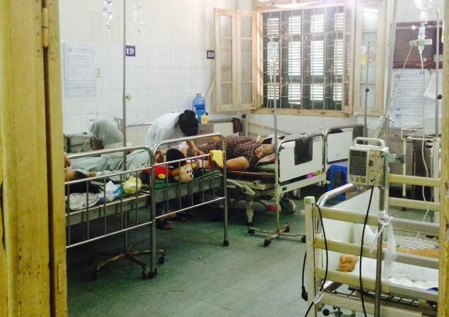 Ngay trong đêm 23/9, khi các bệnh nhân vụ cháy bar Luxury được đưa vào khoa Bỏng, các bác sĩ Bệnh viện Xanh Pôn đã huy động rất đông các bác sĩ, nhân viên y tế lập tức cứu chữa tận tình