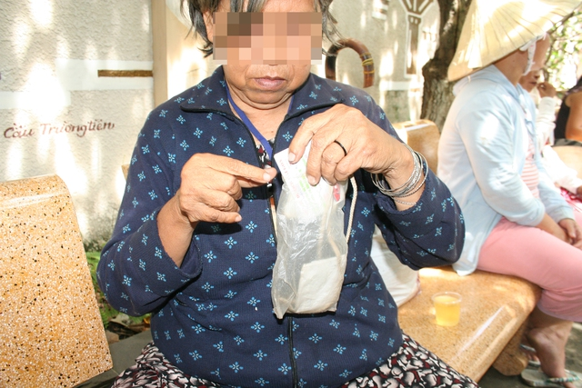 Bà Kim Ngư, người từng rất muốn vào trung tâm bảo trợ xã hội để bớt nhọc nhằn mưu sinh. Ảnh:Đ.B