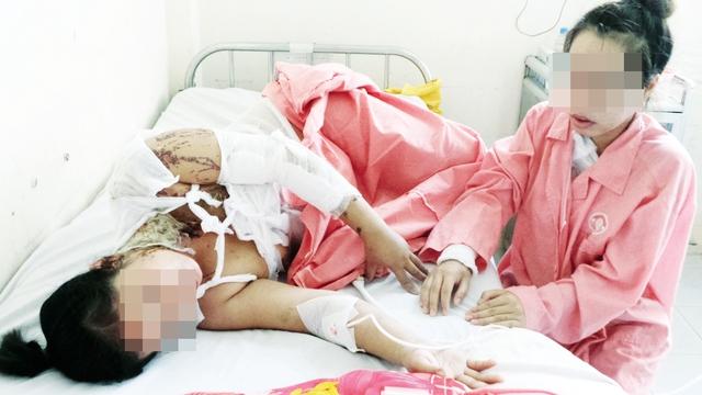 Hai mẹ con bà Hiếu đang được điều trị tại bệnh viện. Ảnh: N.S