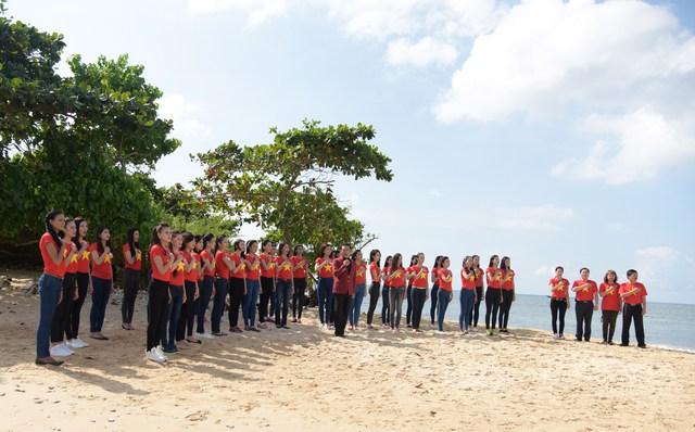 Tuổi trẻ, sắc đẹp Việt cùng một lòng hướng về biển đảo quê hương