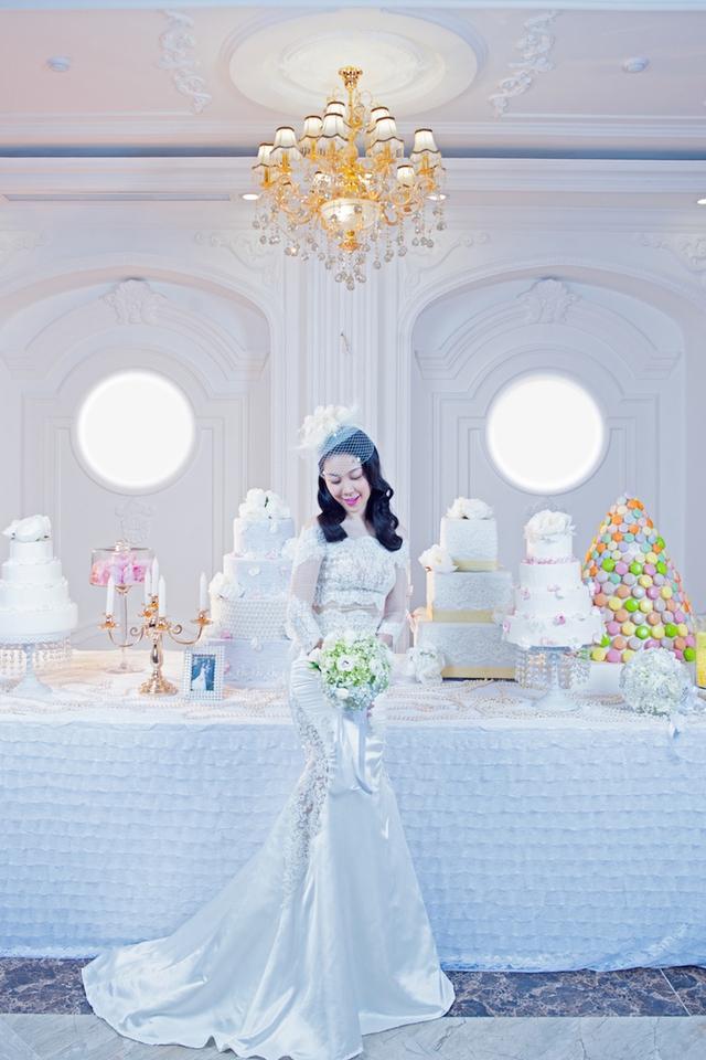 Dù đã là bà mẹ một con nhưng Linh Nga vẫn khiến nhiều người ngỡ ngàng khi khoác lên mình bộ váy cô dâu đầy phong cách.