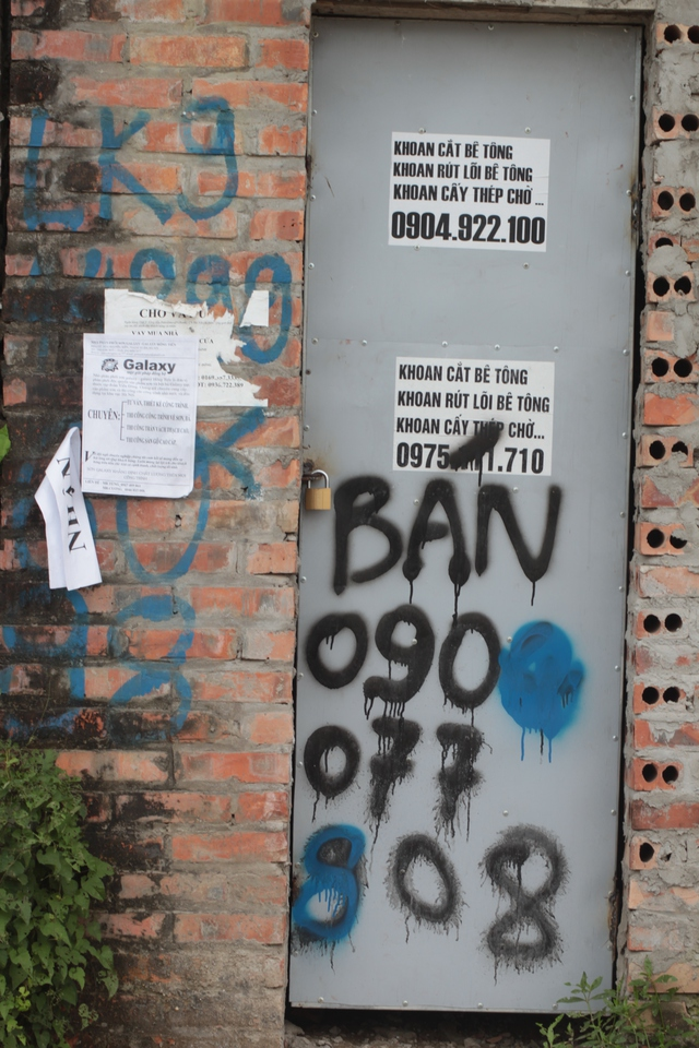 Nhiều chủ nhà sơn số điện thoại rao bán