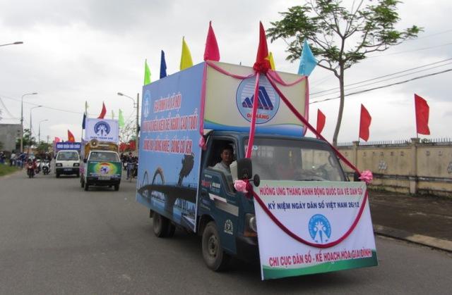 Ra quân tuyên truyền công tác DS-KHHGĐ trên địa bàn TP Đà Nẵng. Ảnh Đức Hoàng