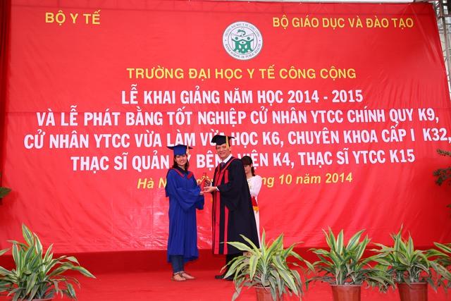 Thứ trưởng Nguyễn Thanh Long trao bằng cho các thạc sĩ. Phát biểu tại buổi lễ, ông đánh giá cao công tác đào tạo của nhà trường nhưng cũng nhấn mạnh những thách thức mà nhà trường cần phải vượt qua.