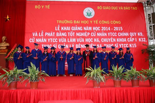 Hơn300 sinh viên, học viênTrường Đại học Y tế Công cộng đã đượcphát bằng tốt nghiệp cử nhân, chuyên khoa I, thạc sỹ.