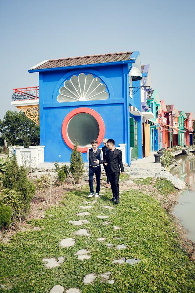 Mặc dù chưa hoàn thiện hết tất cả các hạng mục công trình nhưng khu phim trường đã đón rất nhiều cặp đôi đến đây chụp ảnh cưới.