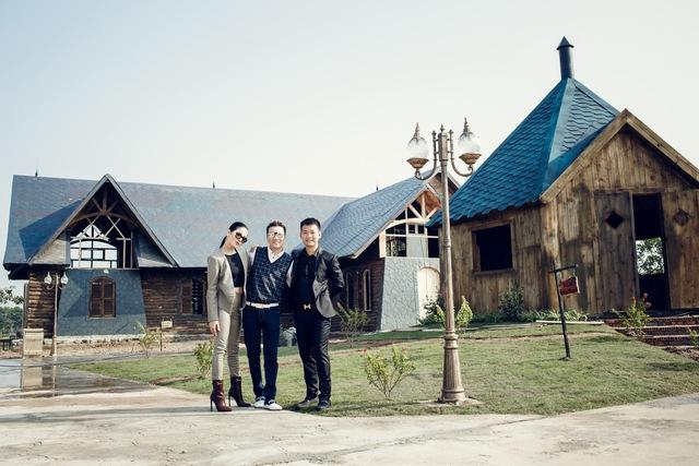 Những công trình này do họa sỹ Mã Phi Hải (họa sỹ phim Áo lụa Hà Đông) và kiến trúc sư Nguyễn Quang (con trai nhà văn Nguyễn Quang Sáng) thiết kế và chăm chút trong vòng một năm ròng rã.