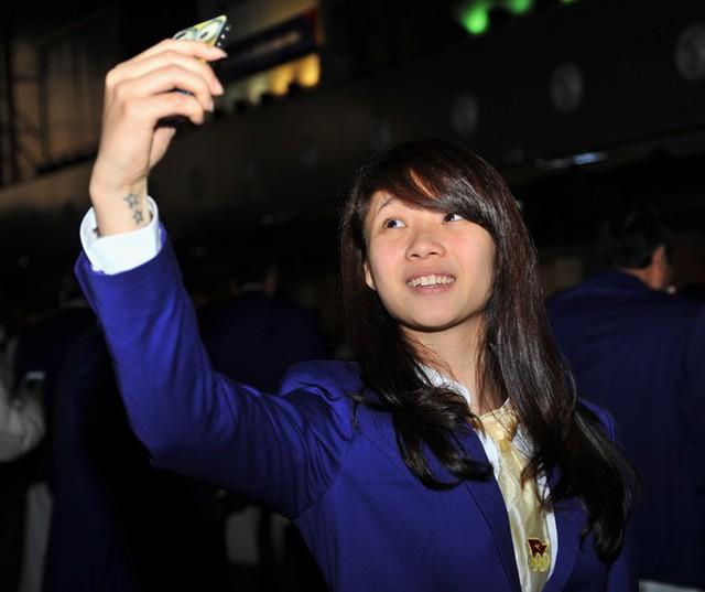 Cô gái vàng chụp ảnh tại sân bay trước lúc sang Hàn Quốc dự Asiad 17. Ảnh: TL