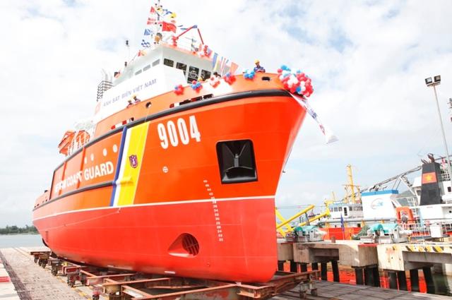 Tàu kéo, cứu hộ CSB 9004 có khả năng hoạt động ở mọi điều kiện thời tiết, cấp sóng không hạn chế. Ảnh Đức Hoàng