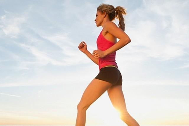 Các chuyên gia khuyến cáo, đi bộ, năng tập thể dục mỗi ngày là biện pháp  hữu hiệu phòng bệnh đái tháo đường.ảnh minh họa