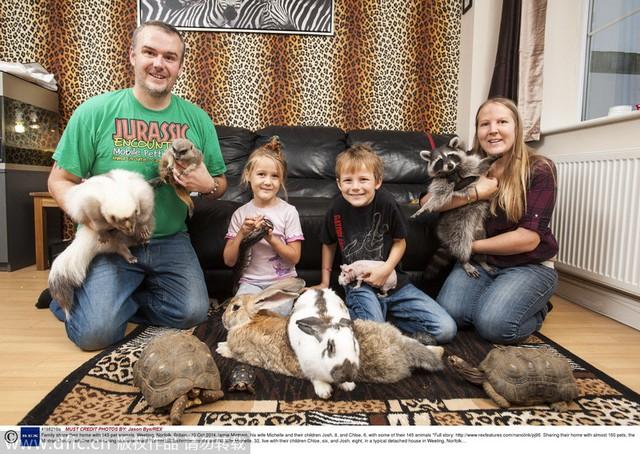 Ông bà Jamie và Michelle Mintram cùng 2 con hiện đang sống chung nhà với tổng cộng 150 con vật cưng.