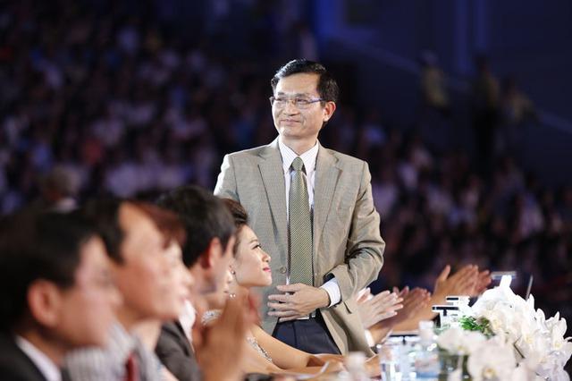 Tiến sĩ, Nhà thơ Lê Cảnh Nhạc- Trưởng BGK trong đêm kết Hoa hậu Việt Nam