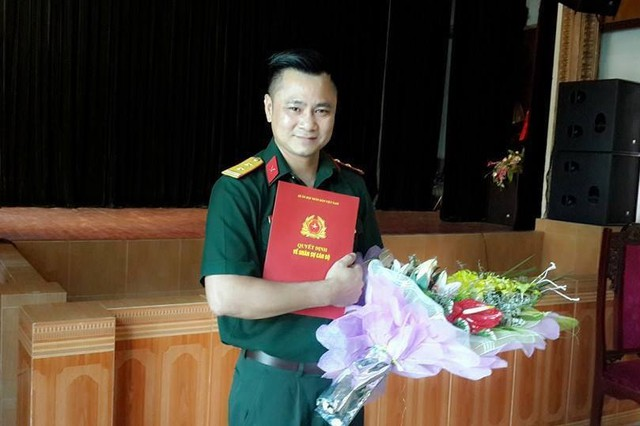 Nghệ sĩ Tự Long trong ngày nhận quyết định bổ nhiệm Phó giám đốc Nhà hát Chèo quân đội. (Ảnh nhân vật cung cấp).
