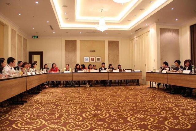 Các đại biểu Việt Nam tham dự hội thảo