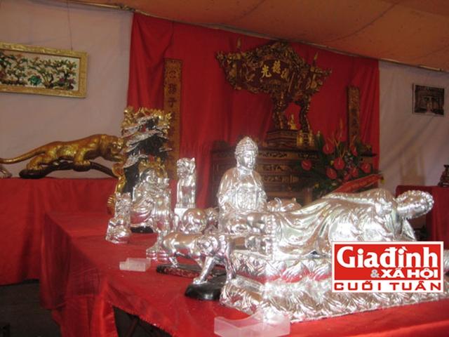 Một bộ sản phẩm dát vàng bạc ở làng nghề Kiêu Kỵ.