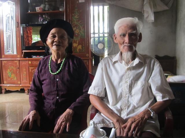 """Vợ chồng cụ Thái mạnh khỏe ở tuổi """"gần đất xa trời""""."""