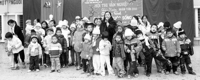 Bà Phương tham gia tổ chức nhiều chương trình ngoại khóa cho các cháu thiệt thòi. ảnh:X.T