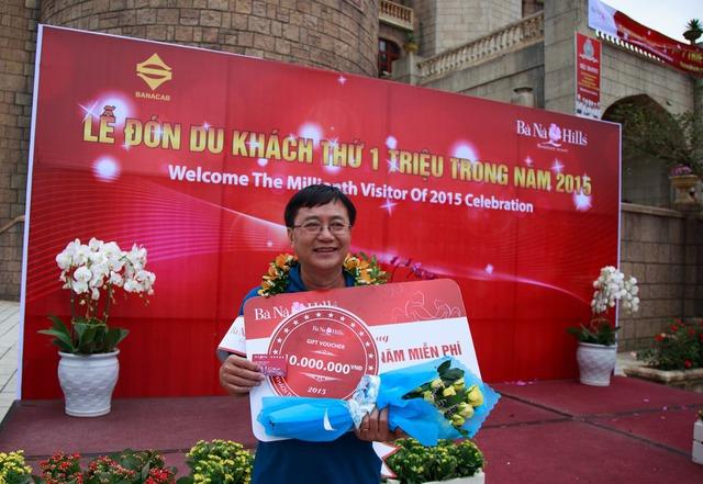 Vị khách đặc biệt thứ 1 triệu tới khu du lịch Bà Nà Hills là ông Nguyễn Văn Tuất đến từ Thành phố Hồ Chí Minh