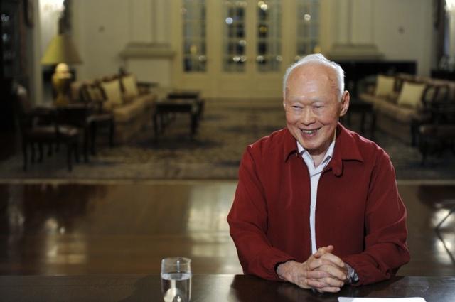 """Cha ông Bush, cựu Tổng thống George H. W. Bush, nói ông tự hào được là bạn của ông Lý Quang Diệu. """"Tôi trân trọng tài lãnh đạo của ông ấy đối với một đất nước tuyệt vời, năng động và đổi mới. Singapore được nâng cao chất lượng sống mà không có sự tham nhũng ở đây"""". Ảnh: Theguardian"""