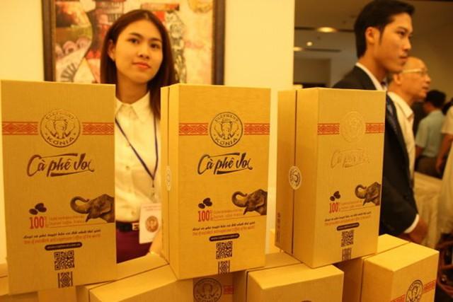 """Cà phê voi giới thiệu ở """"Hội thảo phát triển cà phê bền vững"""" sáng 10-3 tại TP. Buôn Ma Thuột, Đắk Lắk."""