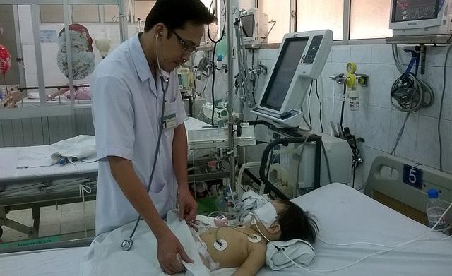 Bé Lê Nguyễn Nguyệt C. vẫn đang được điều trị tại Bệnh viện Nhi Đồng Nai