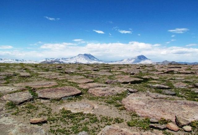 Đường mòn UFO ở San Clemente, Chile. Kể từ năm 1990 đến giờ, rất nhiều dấu vết của UFO đã xuất hiện tại đây và con đường mòn này là điểm đến không thể bỏ qua của những người săn tìm người ngoài hành tinh