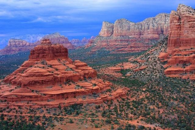 Sedona-Phoenix, Arizona, Mỹ. Đây là nơi mà rất nhiều cuộc ghé thăm của người ngoài hành tinh đã diễn ra. Nổi tiếng nhất là vụ 'ánh sáng phượng hoàng' và nhận được sự chú ý lớn của các phương tiện thông tin đại chúng