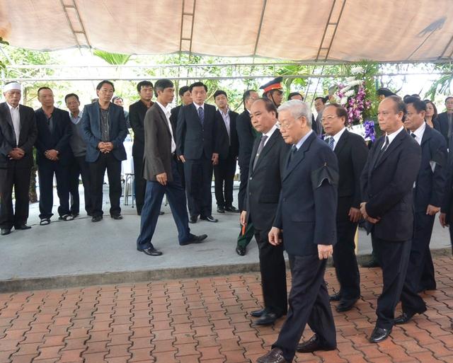 Đoàn Tổng Bí thư Nguyễn Phú Trọng đến viếng ông Nguyễn Bá Thanh sáng nay 15/2