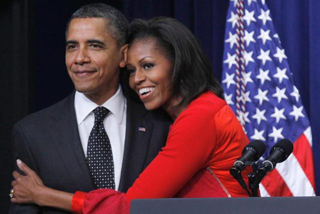 Tổng thống Obama gặp người vợ tương lai của mình – bà Michelle Robinson vào năm 1988 khi nhận một công việc mùa hè cho văn phòng luật sư Sidley & Austin ở Chicago. Là cố vấn cho Obama tại công ty, Robinson cùng làm việc với Obama trong các hoạt động xã hội theo nhóm. Đến cuối hè, họ bắt đầu hẹn hò, đính hôn năm 1991 và kết hôn vào tháng 10 năm 1992.