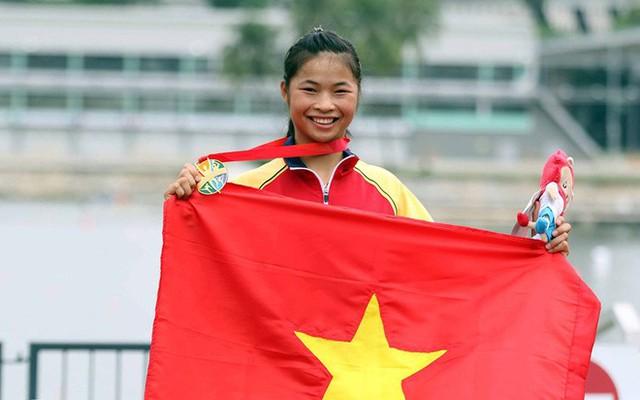 Các môn thể thao thuộc hệ thống thi đấu Olympic là điểm sáng lớn nhất của đoàn thể thao Việt Nam trong ngày 9/6. VĐV canoeing Trương Thị Phương (trong ảnh) mở hàng HC vàng trong ngày khi về nhất ở nội dung C1-200m đơn nữ. Phương là thành viên đội canoeing thi đấu thành công nhất trong ngày, bởi các đồng đội của cô đều thất bại ở các nội dung khác. Đôi Đỗ Thị Thanh Thảo - Vũ Thị Linh (K2-200 mét nữ) và Đỗ Thị Thanh Thảo(K1-200m đơn nữ) đều chỉ đạt HC đồng. Ảnh: Lâm Đồng.