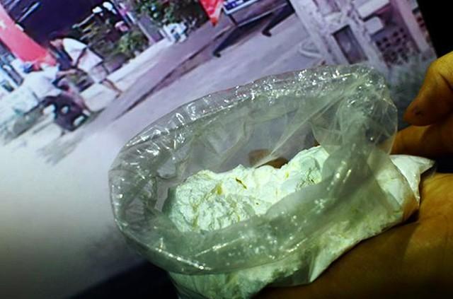 Chất tạo nạc mà phóng viên đã mua và cảnh mua bán chất tạo nạc giao tận nơi tại Hố Nai, Biên Hòa.