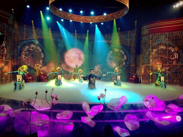 Tùng Dương sẽ là ca sỹ mở màn cho Táo quân 2015 với ca khúc Một nét ca trù ngày xuân.