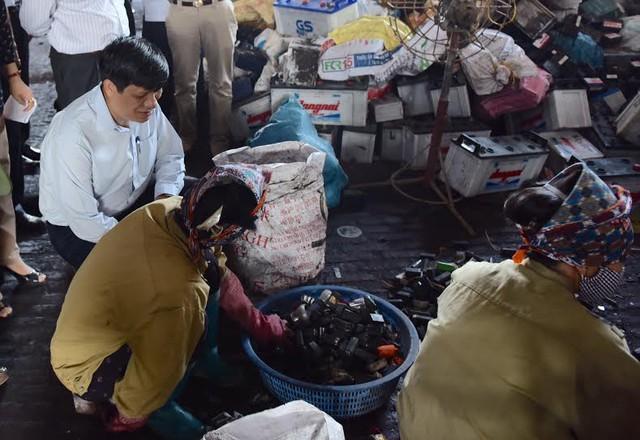 Thứ trưởng Nguyễn Thanh Long kiểm tra các cơ sở tái chế chì ở Hưng Yên