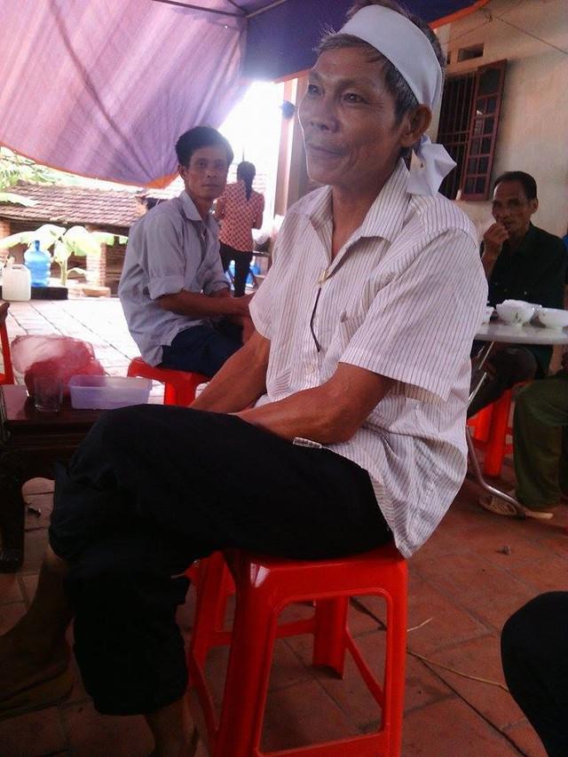 Anh Ngô Quang Vĩnh, anh trai nạn nhân. Ảnh: B.Đoàn
