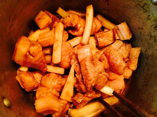 Thịt kho dừa thơm ngon, mềm ngậy - 5
