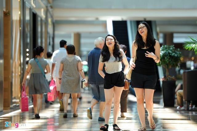 Bên trong khu mua sắm bậc nhất Singapore của tỷ phú casino