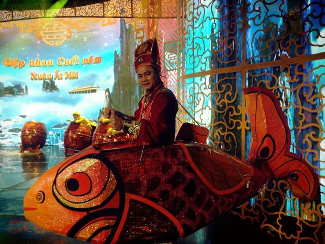 Tự Long sẽ cưỡi cá chép lên chầu Ngọc Hoàng.