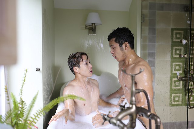 """""""Trước đây tôi từng nghĩ những cảnh nóng sẽ là những cảnh quay dễ nhất, nhưng tôi đã lầm!"""" Vũ Tuấn Việt chia sẻ."""