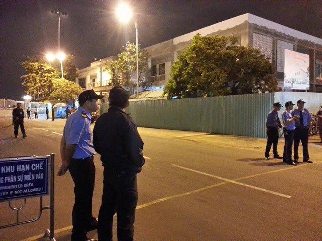 An ninh sân bay Đà Nẵng được tăng cường tại khu vực cổng số 2. Ảnh: Đức Hoàng