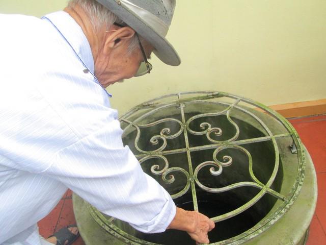 Những giếng còn lại đều được người dân bảo vệ cẩn thận dù không dùng nước để sử dụng nữa