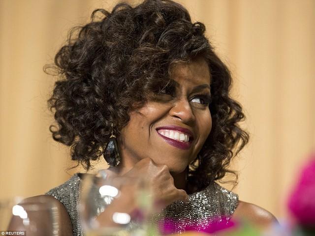 """Mái tóc mới được xem là sự """"lột xác"""" so với phong cách thường thấy ở bà. Ảnh: EPA, AP"""