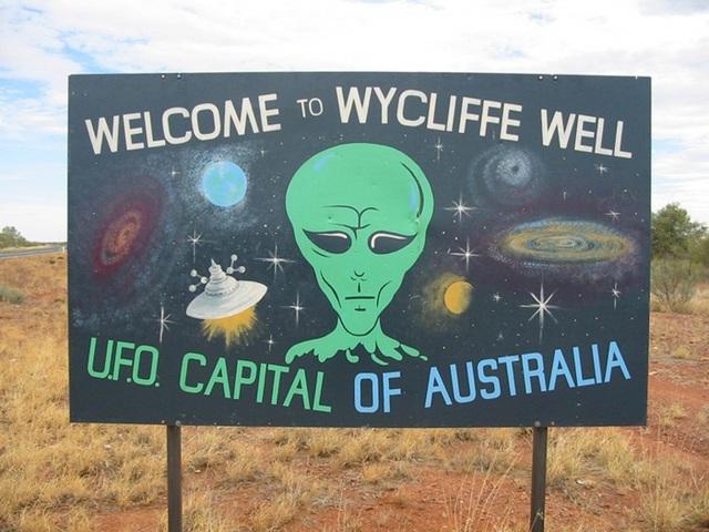 Wycliffe Well, Australia. Nơi này được mệnh danh là thủ đô UFO của Australia và đứng thứ 5 trong danh sách những thành phố được người ngoài hành tinh ghé thăm nhất thế giới