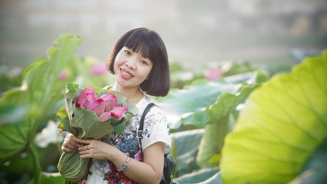 Khi vừa trở về nước, Đỗ Nhật Nam chụp ảnh dã ngoại cho mẹ.