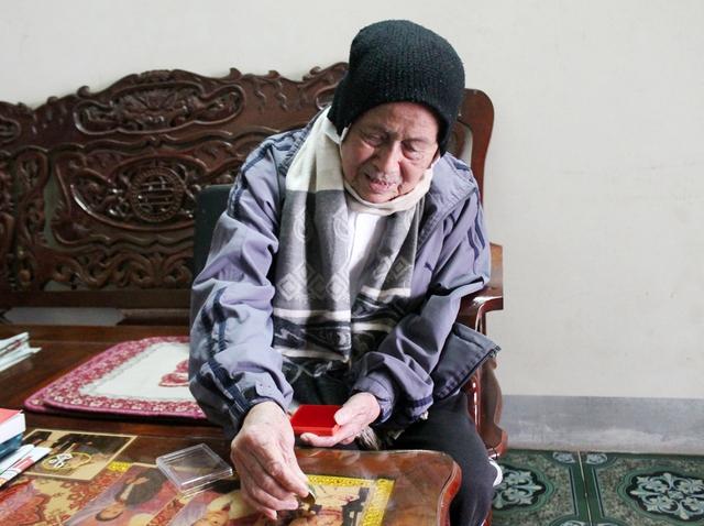 98 tuổi đời, 76 năm cụ gắn bó với Đảng.