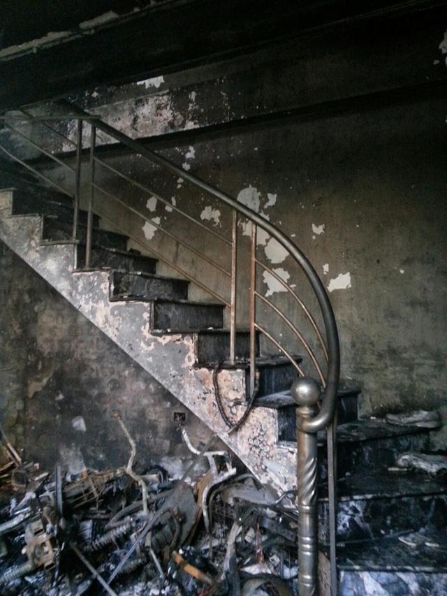 Hiện trường vụ cháy. Hầu hết tài sản đã bị thiêu rụi. Ảnh: M.Lý