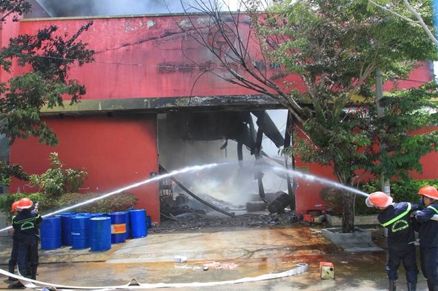 Nguyên nhân vụ cháy đang được điều tra làm rõ.