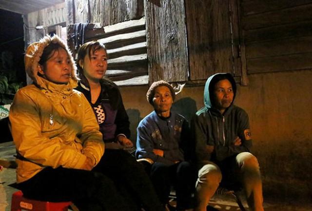 Đi dã ngoại, 3 thiếu nữ trở về trên xe tang